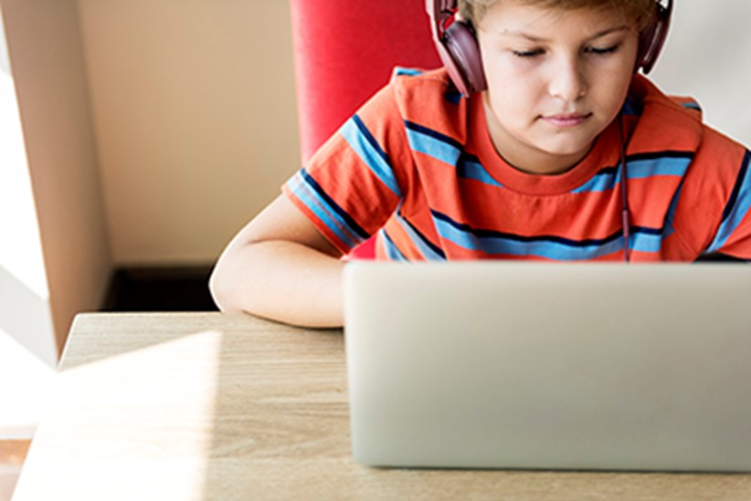 kid-boy-headphone-using-laptop-concept-PBRUKEJ_resized.jpg
